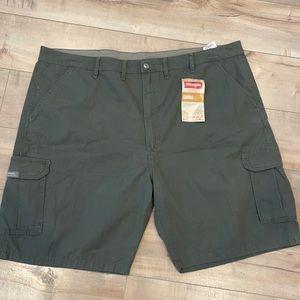 Wrangler Cargo Shorts Sz 46 Relaxed Fit Green 46